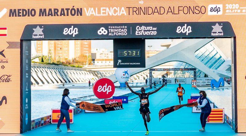 Kibiwott Kandie pulveriza en Valencia el récord de Medio Maratón
